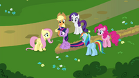 Twilight's friends surrounding Twilight S4E26