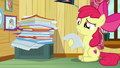 Apple Bloom looking at CMC client file S7E6.png