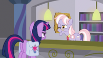 Dusty Pages winks at Twilight Sparkle S9E5