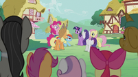 Mane Six chatting in the background S5E9