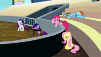 Rarity dusting herself S2E14
