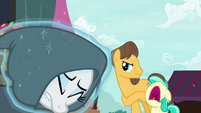 Rarity hides her mane from Caramel and Mint Flower S7E19