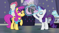 Rarity pretending to be a fashion psychic S8E4