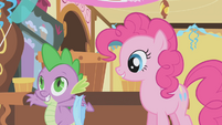 Spike holding a blindfold S1E05