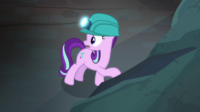 File:Starlight Glimmer discovers a hollow wall S7E4.png