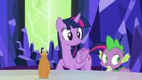 Twilight and Spike look at Fluttershy S5E22