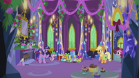 Twilight and friends in the decorated castle S5E20