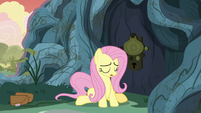 Fluttershy unable to open Meadowbrook's door S7E20