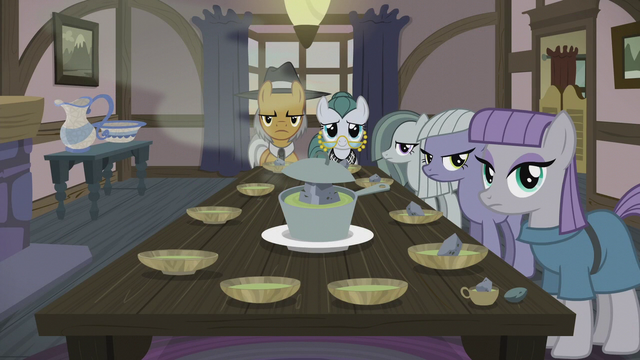 File:Pie family at the dinner table S5E20.png