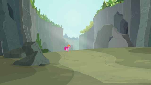 File:Pinkie Pie enters the Ghastly Gorge S7E4.png