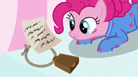 Pinkie finds Maud's note and cowbell S7E4