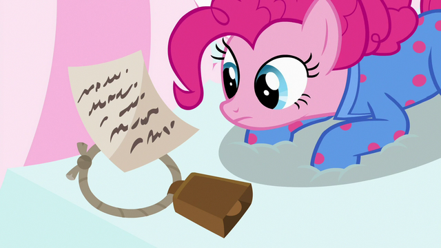 File:Pinkie finds Maud's note and cowbell S7E4.png