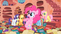 Pinkie teetering in book sea S1E16