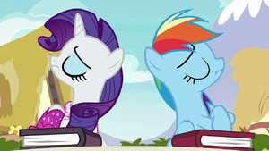 Rarity and Rainbow refuse to speak to each other S8E17