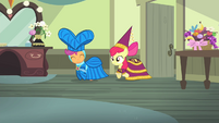 Scootaloo and Apple Bloom enters dressing room S4E19