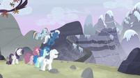 Starlight huye hacia las montañas EMC-P2