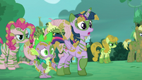 Twilight, Spike, and other ponies see 'Rainbow', 'Rarity', and 'Applejack' S5E26