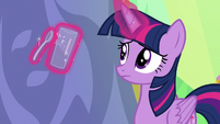 Twilight Sparkle tapping a spoon on a glass S7E1