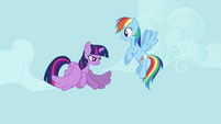 Twilight flapping her wings S4E1