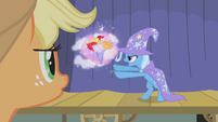 1000px-Applejack watches The Great and Powerful Trixie S01E06