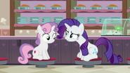 S07E06 Rarity nie rozumie jak jej siostra może woleć sałatkę od lodów