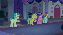 Sandbar runs into chatting mares S8E25