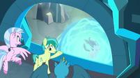 Sandbar shows friends to Starlight's prison S8E26