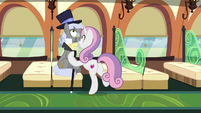Sweetie Belle takes Caesar's top hat and cane S9E22