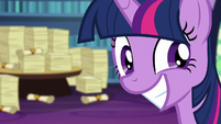 Twilight Sparkle's over-eager smile S6E1