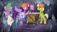 Twilight asks miner pony about Dusty S9E5
