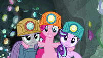 Pinkie appears between Starlight and Maud again S7E4