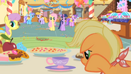 S01E22 Applejack przy stole