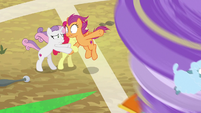 Scoot's friends keep her from being blown away S9E22