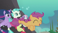 Scootaloo swimming around her friends S8E6