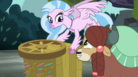 Silverstream saves Yona from the quills S8E2