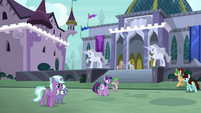 Twilight and Spike land in Canterlot S9E5