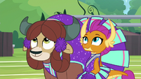 Yona and Smolder look up at Rainbow S9E15
