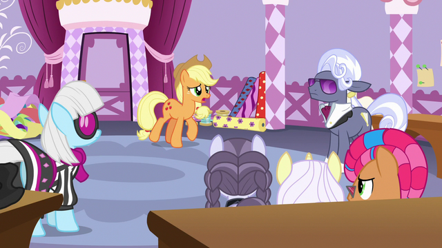 File:Applejack talks to contest ponies and judges S7E9.png