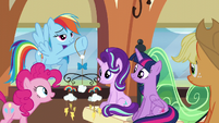 Pinkie impressed by Rainbow's mobile S6E1