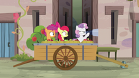Sweetie Belle looking through binoculars S7E8