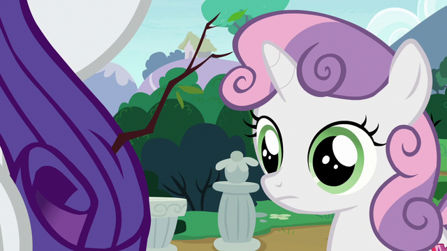 File:Sweetie Belle notices a stick in Rarity's mane S7E6.png