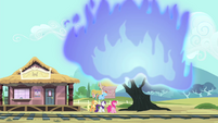 Tree in flames S4E11