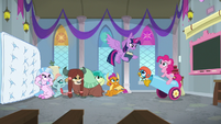 Twilight interrupts Pinkie Pie's lesson S8E1
