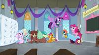 Twilight interrupts Pinkie Pie's lesson S8E1