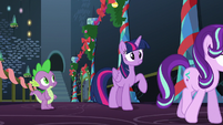 Twilight smiles; has in idea S6E8