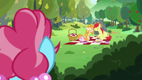 Bright Mac and Pear Butter about to kiss S7E13