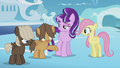 Hoops offering to help Fluttershy S5E25.png