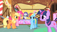 Rainbow Dash smiling in Sugarcube Corner S1E23