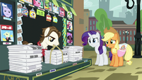 Rarity asking Newspaper Pony for help S5E16