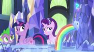 S07E10 Twilight, Starlight, i Spike odwracają się do mapy